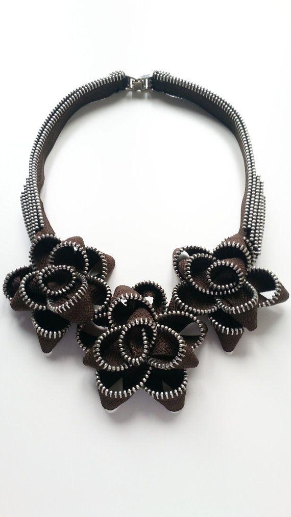 The chocholate roses zipper necklace cremalleras joyeria de cremallera artesan a de - Collane di design ...