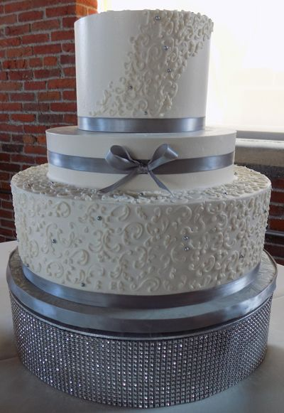 bling wedding cake stand with pearls 3 tier buttercream wedding cake decorated with small 11935