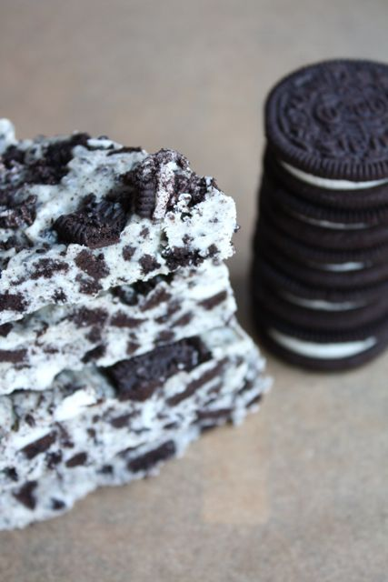 Oreo Bark = homemade cookies & cream bar!!