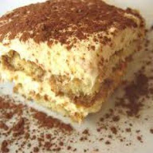 هل تعلمين معنى كلمة تراميسو معناها أرفعي معنوياتي ارفعو معناويتكم مع التيراميسو Shougmajed بطريقة Easy Tiramisu Recipe Tiramisu Recipe Delicious Desserts