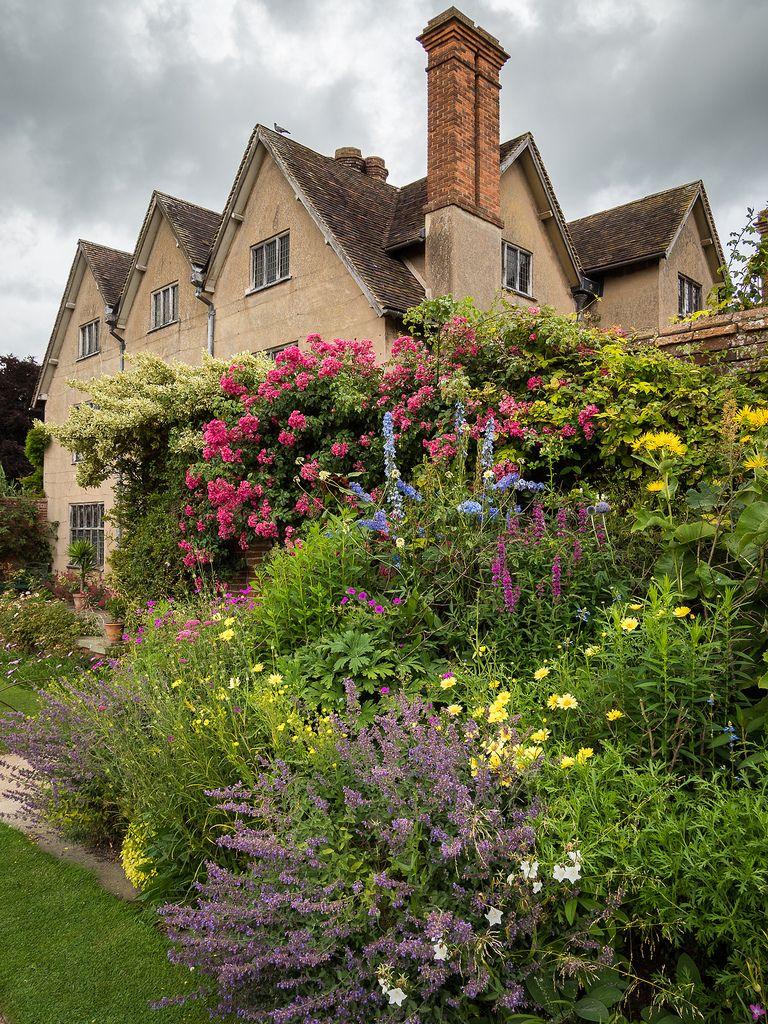 Packwood House Warwickshire Packwood Warwickshire English Cottage Garden