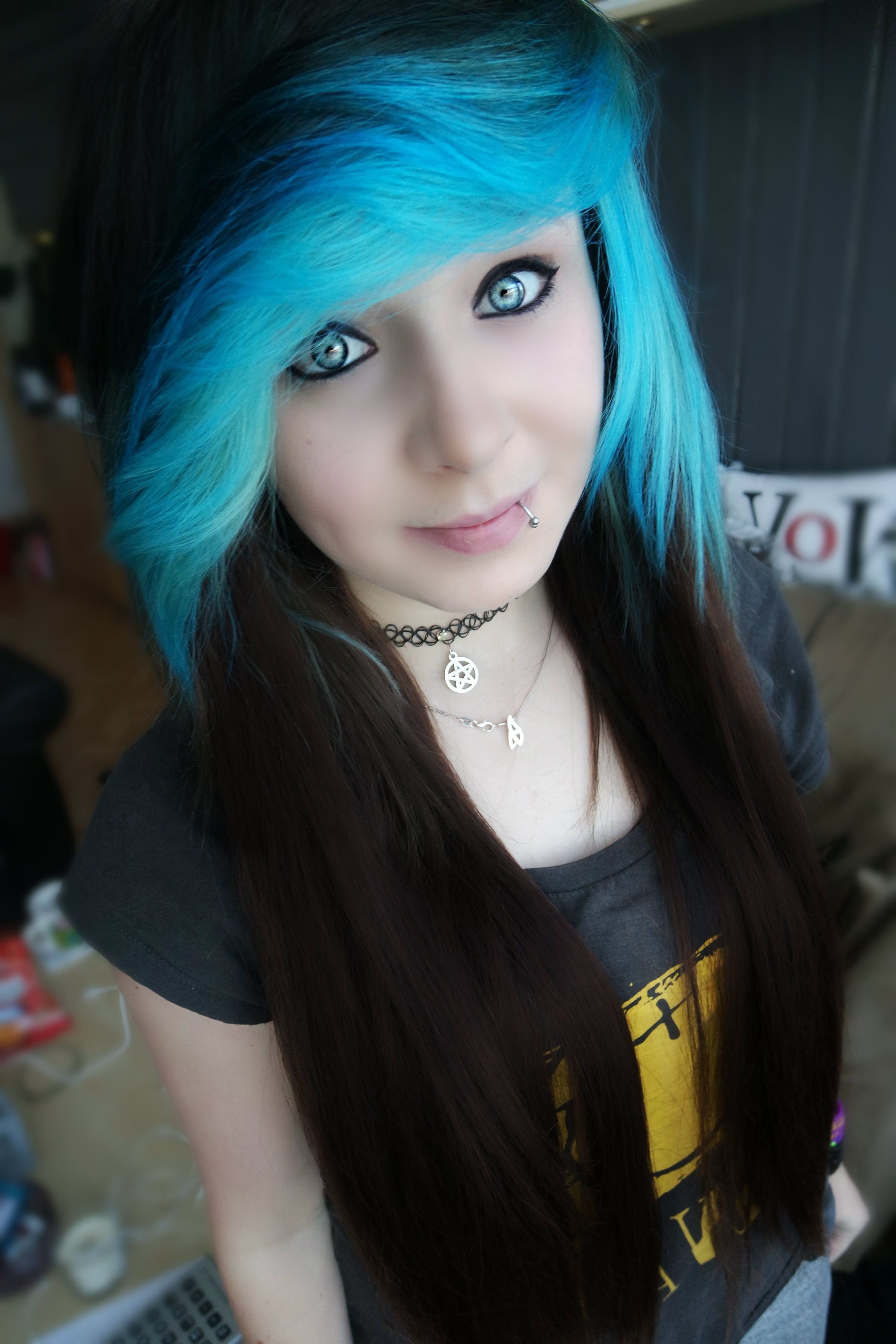 Scene hair scenegirl blue blue hair makeup pinterest scene