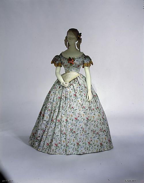 Abiti Da Ballo · Vintage · Attrezzatura · Cappelli · lacedinfortheride   Silk ball gown ca. 1860 fbcce3b9681
