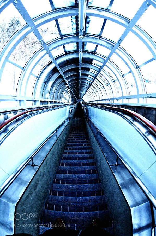 The stairs leading to the underground. by horie39