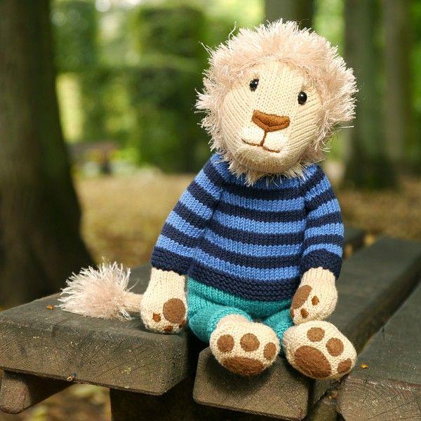 NELSON, der Löwe | Animal knitting patterns, Lion toys ...