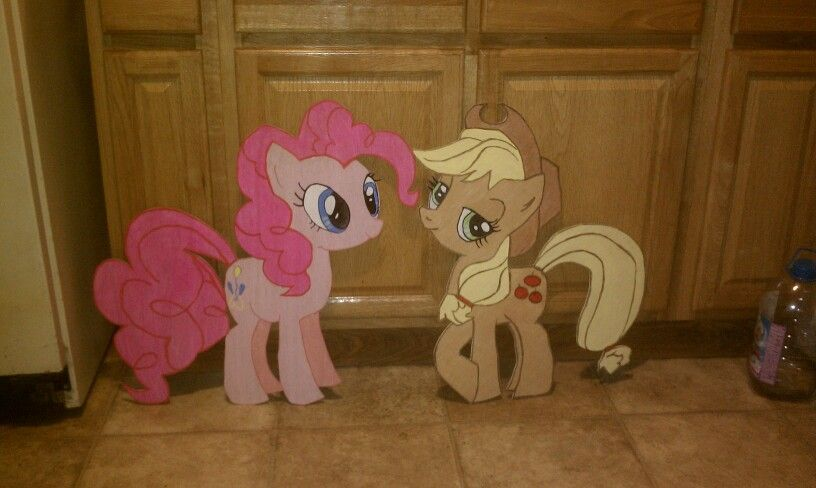 Are lil ponies grandpa made for are grandaughter hand painted and made if wood