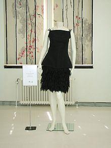 die besten 25 chanel little black dress ideen auf pinterest coco chanel kleider coco chanel. Black Bedroom Furniture Sets. Home Design Ideas