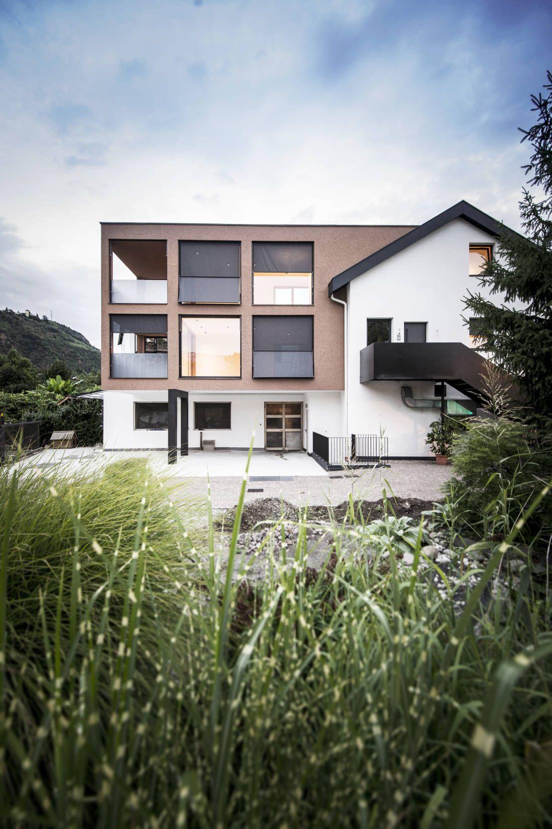 Traditionelles Wohnhaus mit modernem Anbau Small