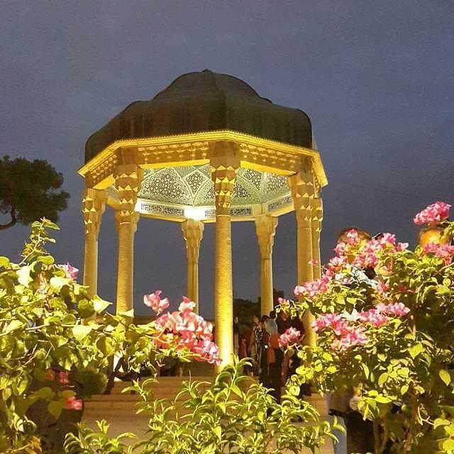 حافظیه - شیراز The tomb of Hafez - Shiraz - Iran Photo by:@mostafa5804  برای انتشار تصاویر خود در این پیج عکس هاتون رو با هشتگ#unknowniranمنتشر کنید. #بزنیم_بیرون#شیراز#شیرازگردی#فارس#استان_فارس#إيران#حافظیه#حافظ#آرامگاه#مقبره#گورستان#قبرستان#آثار_باستانی #bezanimbiroon#shiraz#shirazgardi#fars#irã#伊朗#伊朗#イラン#Irán#hafezieh#hafezie#hafez#tombofhafez#visitshiraz#visitiran#persian by tarikhgardi