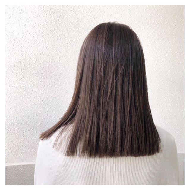 ナチュラルハイライトと切りっぱなしボブ ナチュラル ハイライト バレイヤージュ グラデーションカラー アッシュ 美容師 京都 切りっぱなしロブ ミディアムヘア Summer ナチュラルハイライトと切りっぱなしボブ ナチュラル Hair Styles Long Hair Styles Hair