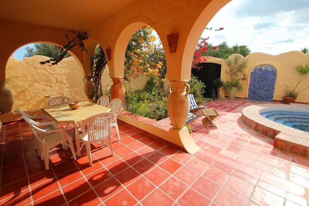 location vacances maison djerba terrasse piscine v randa salon de jardin riad pinterest. Black Bedroom Furniture Sets. Home Design Ideas