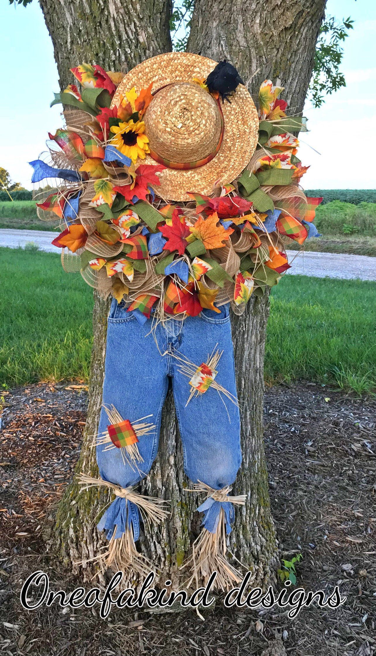 Scarecrow Wreath Tutorial, scarecrow wreath DIY, how to make a decomesh wreath, how to make a scarecrow wreath