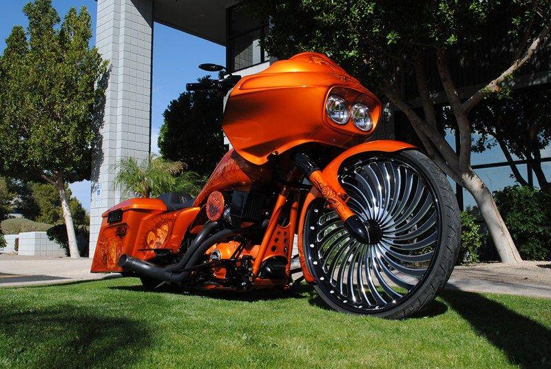 ///harley : road glide : black : orange