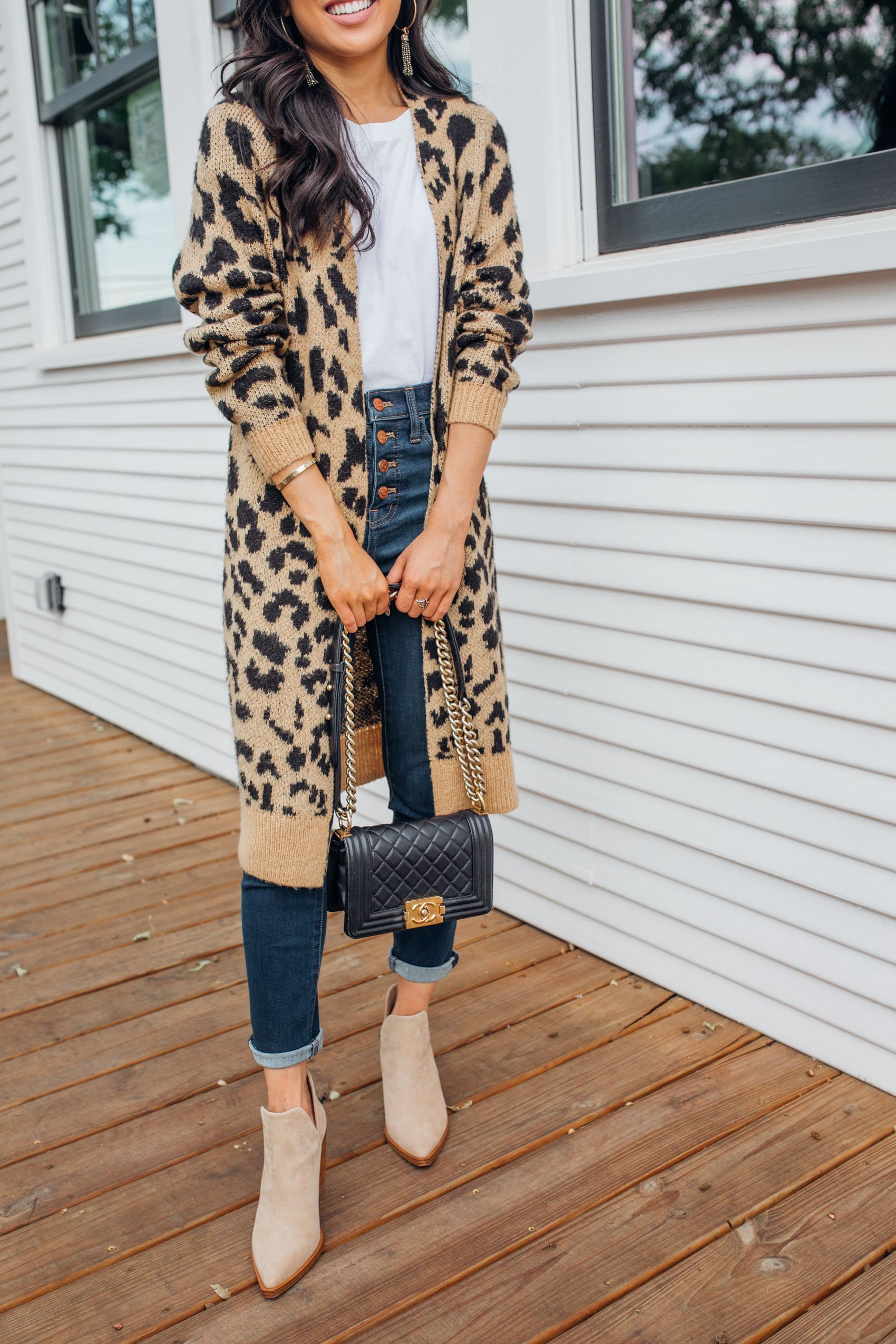 Leopard cardigan outfit inspo for fall with high-waisted jeans