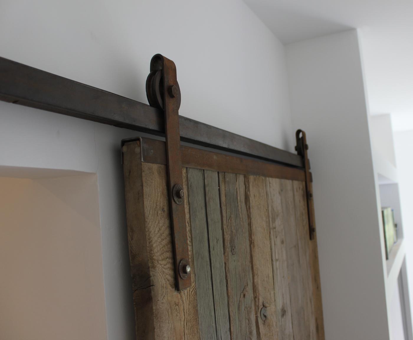 ferrures de porte coulissante sur mesure type grange. Black Bedroom Furniture Sets. Home Design Ideas