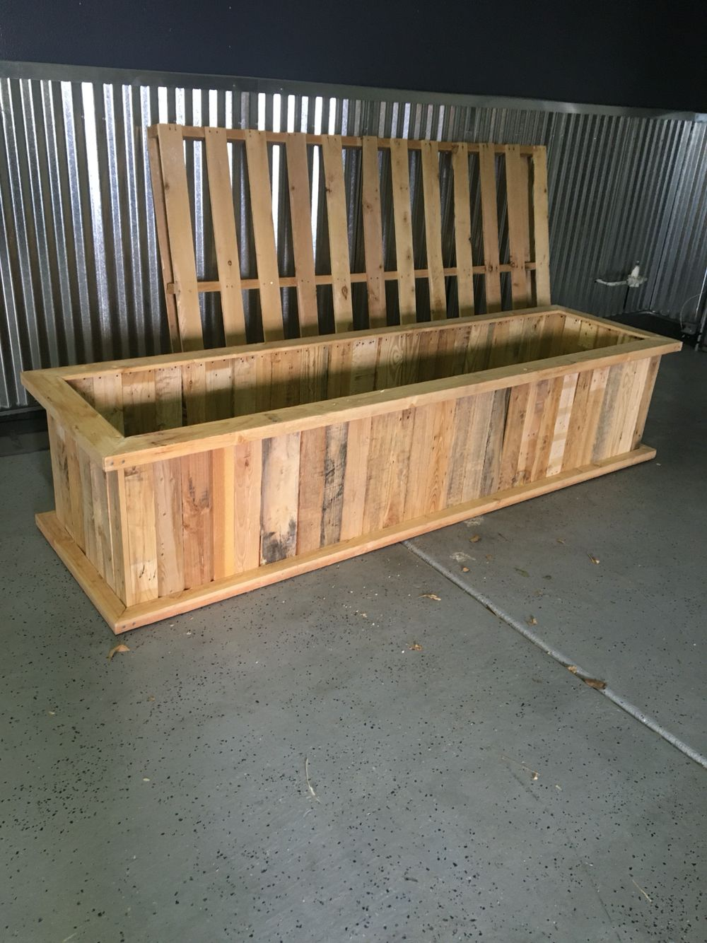 planter box made from pallets do it yourself wood projects ideas planter boxes planters pallet. Black Bedroom Furniture Sets. Home Design Ideas