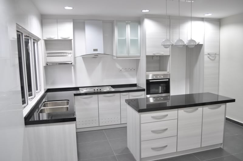 Black And White L Shape Kitchen Design With Square Kitchen Island Jpg 800 531 Kitchen Design Small Kitchen Cabinets Design Layout Home Depot Kitchen
