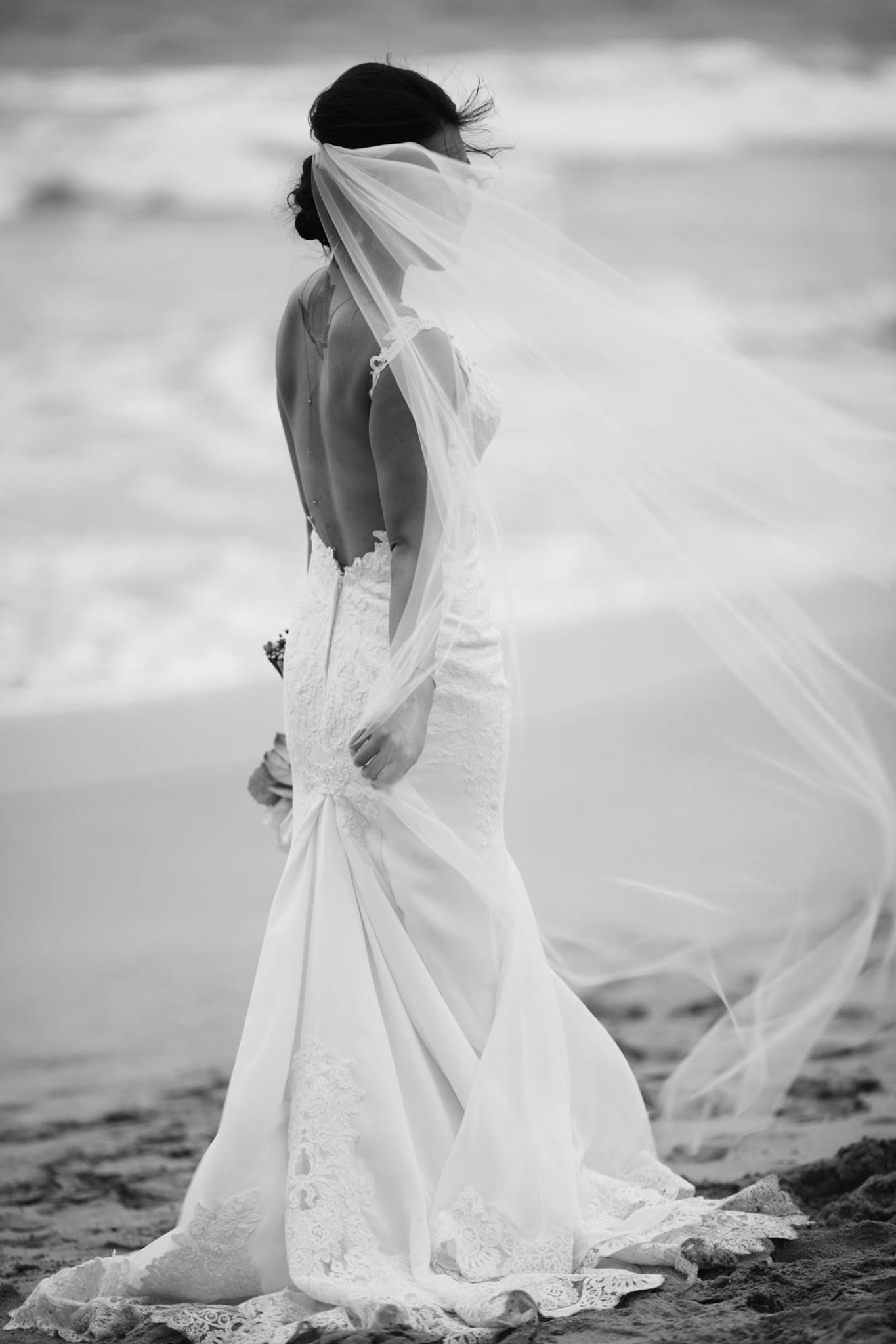 sea breeze beach bride - backless wedding dress & flowing veil