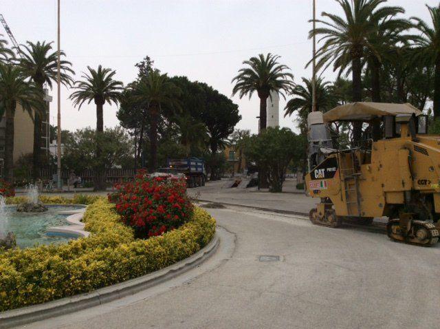 San Benedetto: si ripristina l'asfalto in piazza Giorgini in arrivo nuove pavimentazioni  https://t.co/kjyMifstg1 https://t.co/KfAKcjfYuU