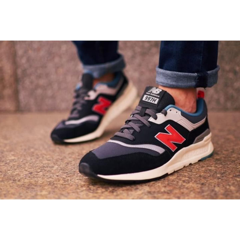Monday Deserves Comfy Kicks Newbalance Captured By Mateuszkurdej Newbalance Newbalance997 Sneakers I Streetwear Shoes Sneaker Stores Sneakers