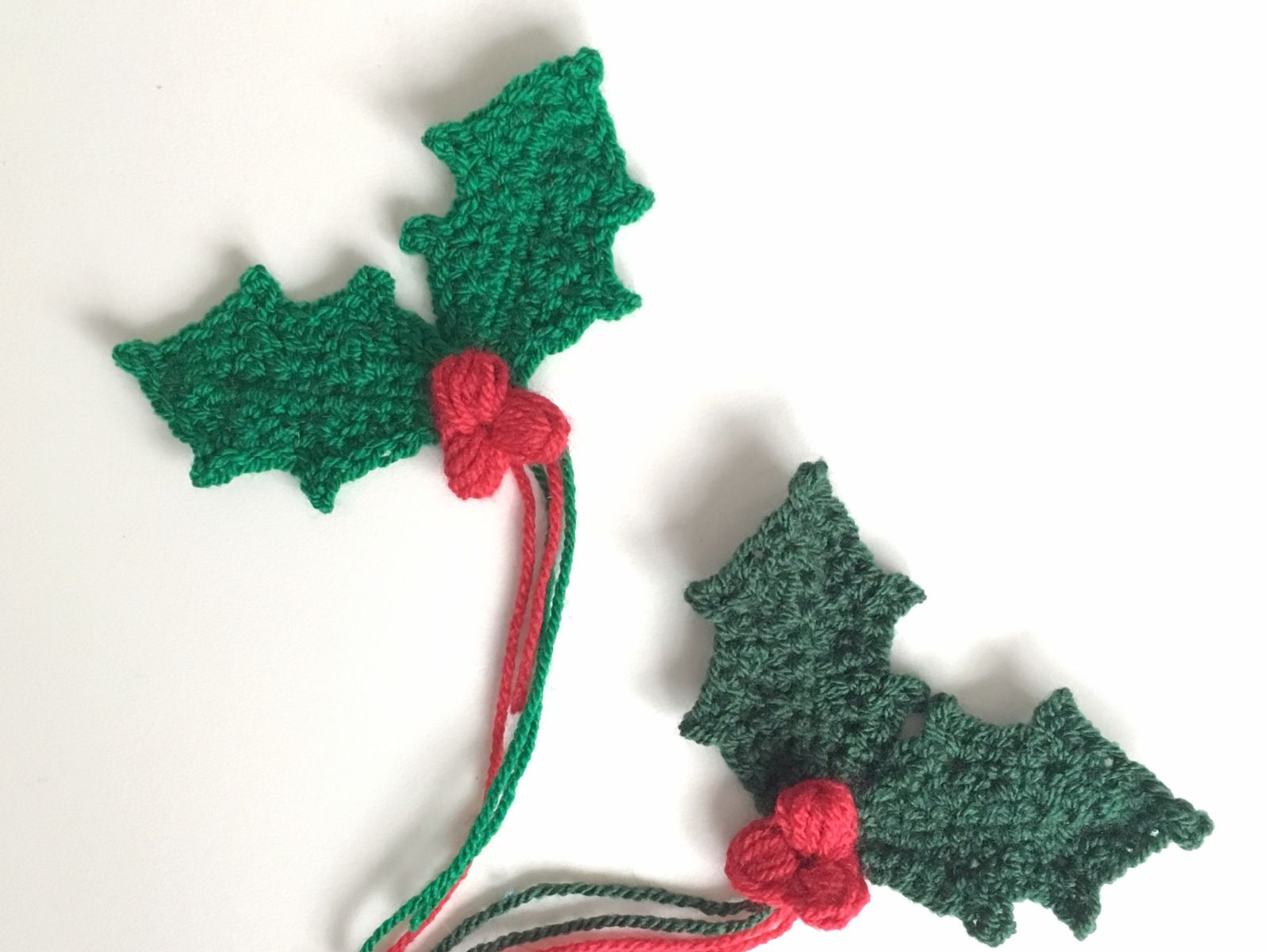 Holly sprig with berries free crochet pattern free crochet free crochet holly leaf pattern bankloansurffo Image collections