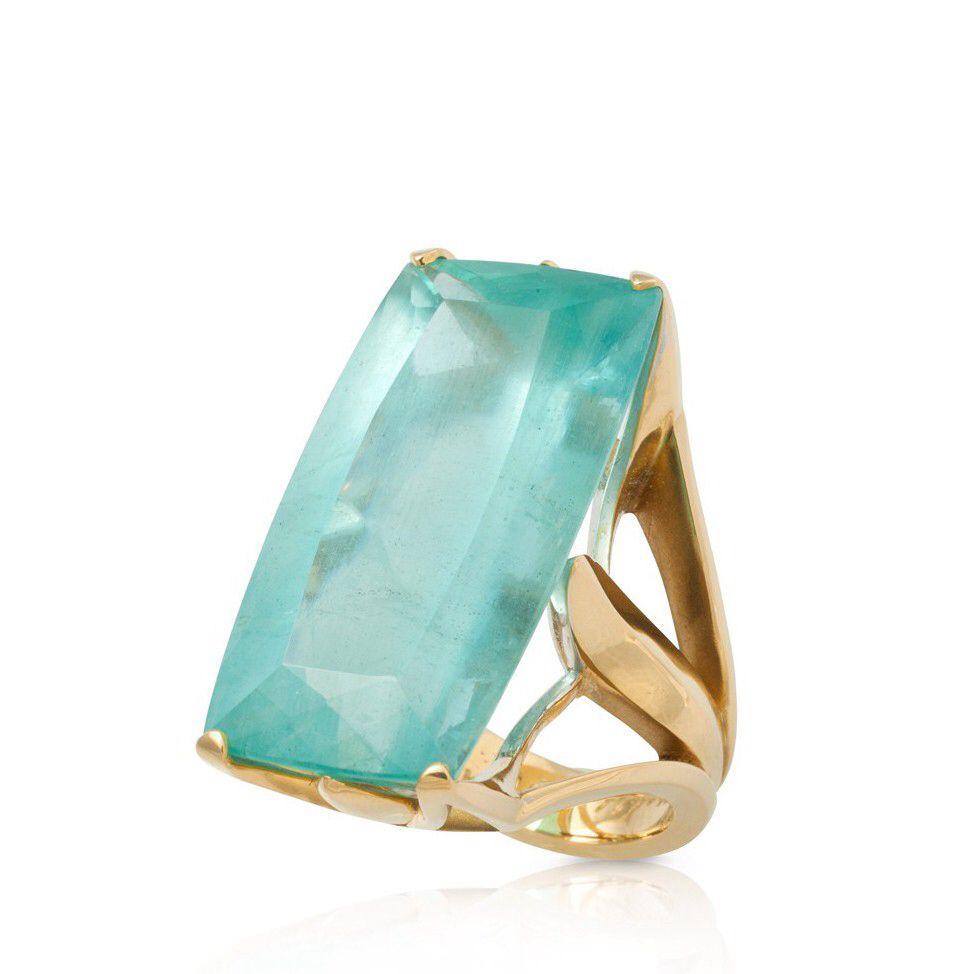 Image from https://www.fairchildjewelry.com/media/catalog/product/cache/1/thumbnail/9df78eab33525d08d6e5fb8d27136e95/f/a/fairchild_050812_012_1_1.jpg.