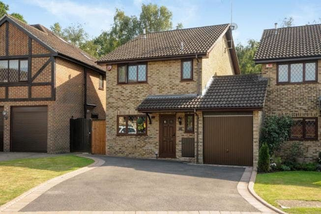 Own A Piece Of Harry Potter History 4 Privet Drive For Sale Harry Potter Houses Sale House House