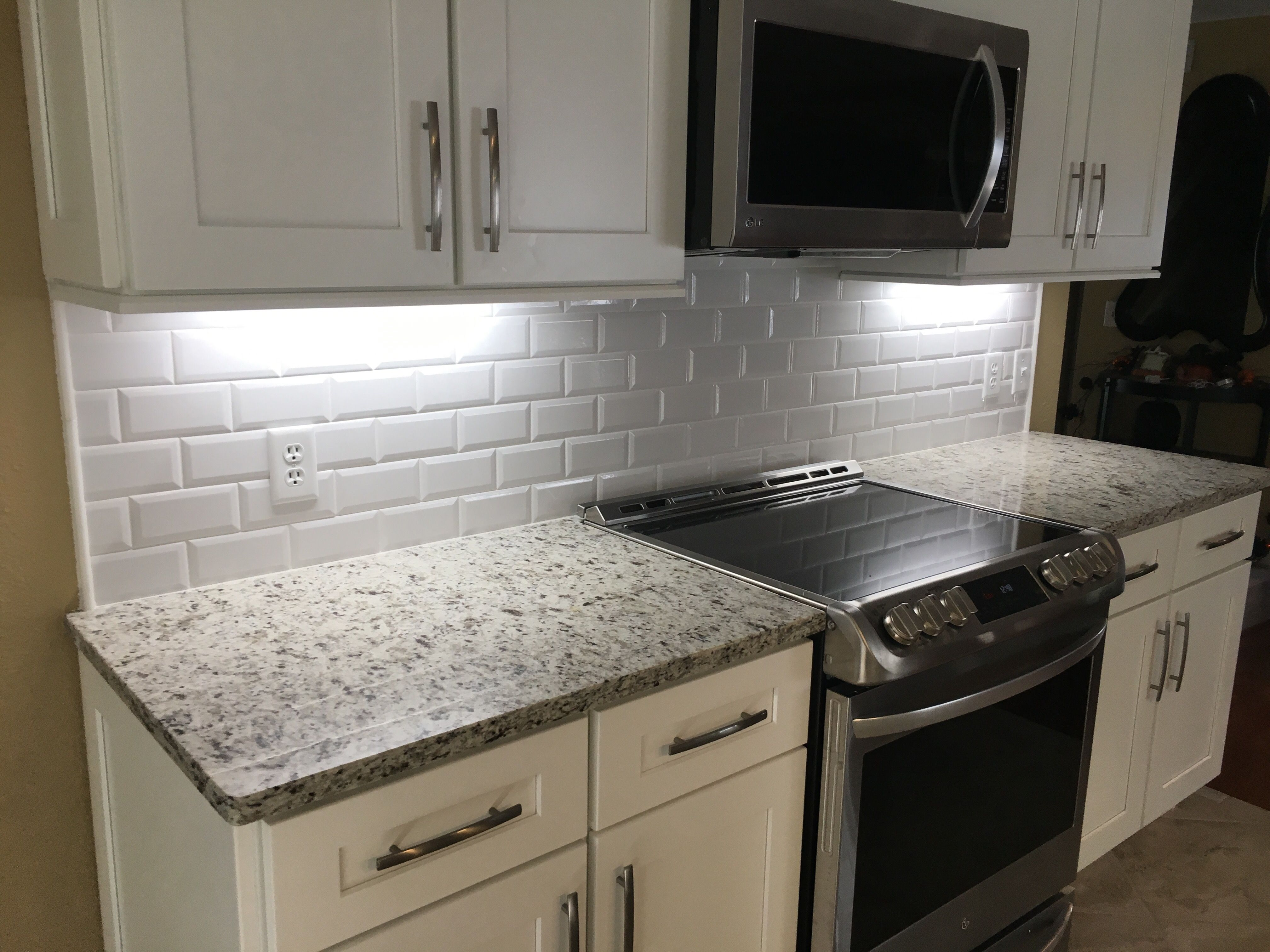12 Subway Tile Backsplash Design Ideas Installation Tips Enthusiasthome Beveled Subway Tile Beveled Subway Tile Kitchen Kitchen Tiles Backsplash