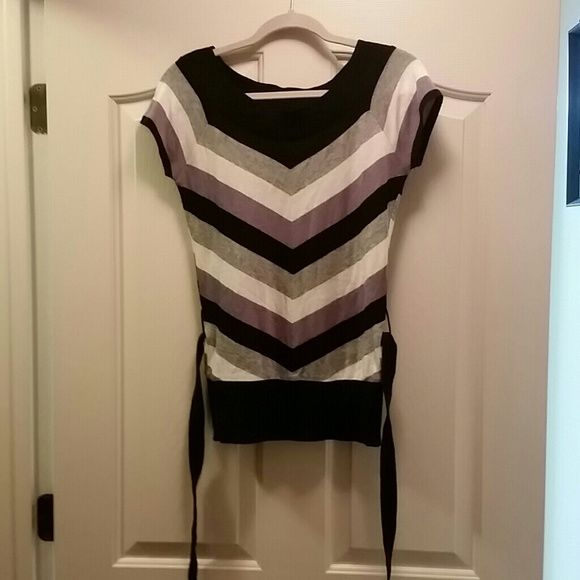 Tiefront sweater top Good condition, true to size. (6 in