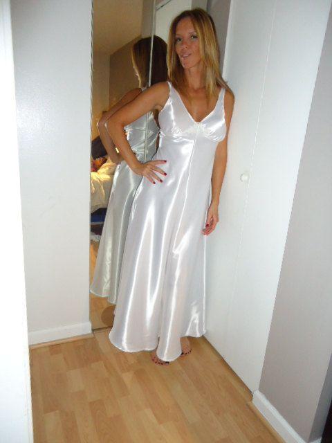 Donna D/éshabill/é//Chemise de nuit tendance en viscose avec broderie /à contraste dans un magnifique coffret cadeau