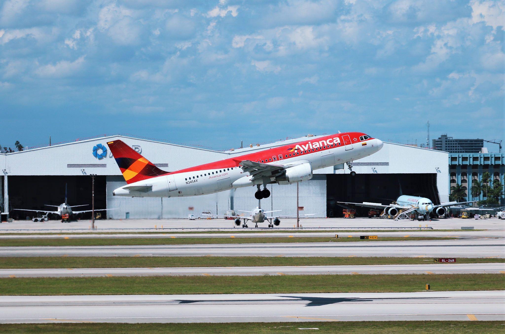 Avianca A320 Fighter jets, Passenger jet, Fighter