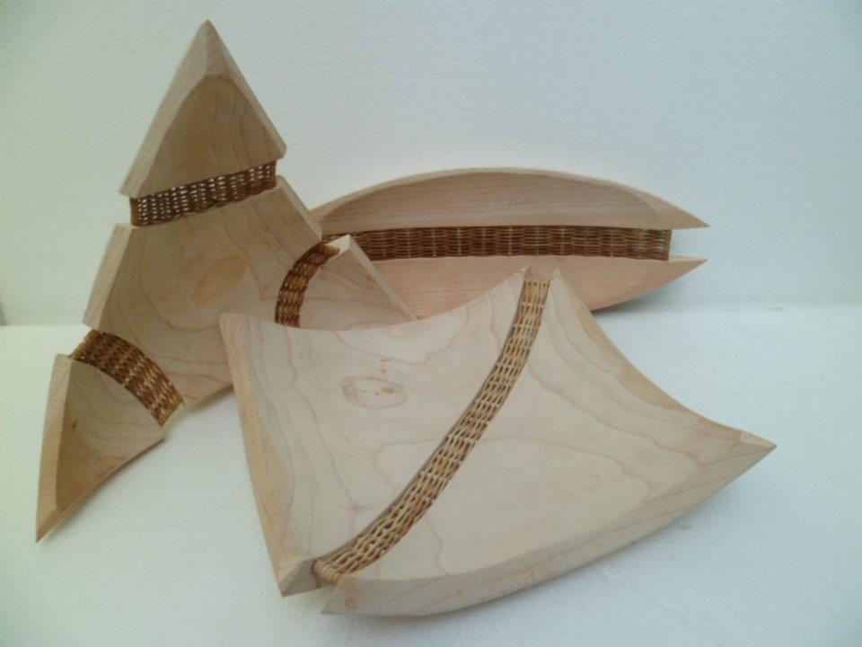 Mimbre y madera hecha a mano.