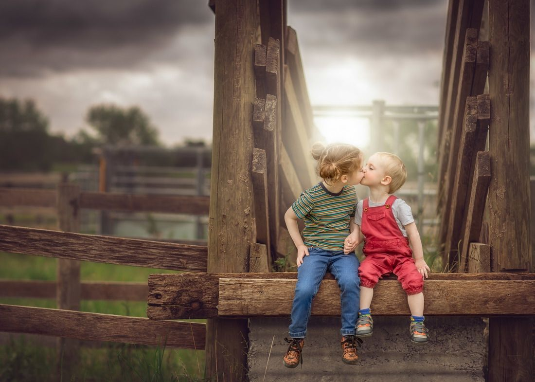 Photography Siblings Kisses And Love Children Photography Natural Light Fine Art Chi Children Photography Family Photography Inspiration For Kids