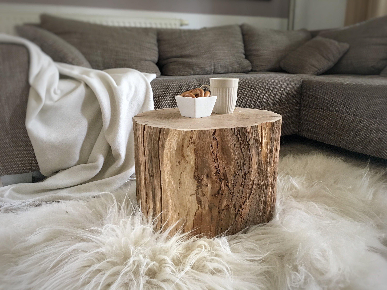 Ein Rustikaler Beistelltisch Oder Nachttisch In Eiche Massiv Aus Der Schweiz Beistelltisch Rustikaler Beistelltisch Tisch