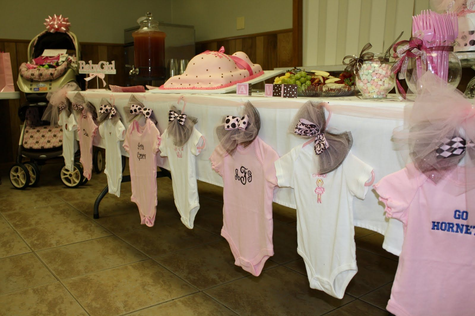 Clothesline baby shower theme baby pinterest for Baby clothesline decoration