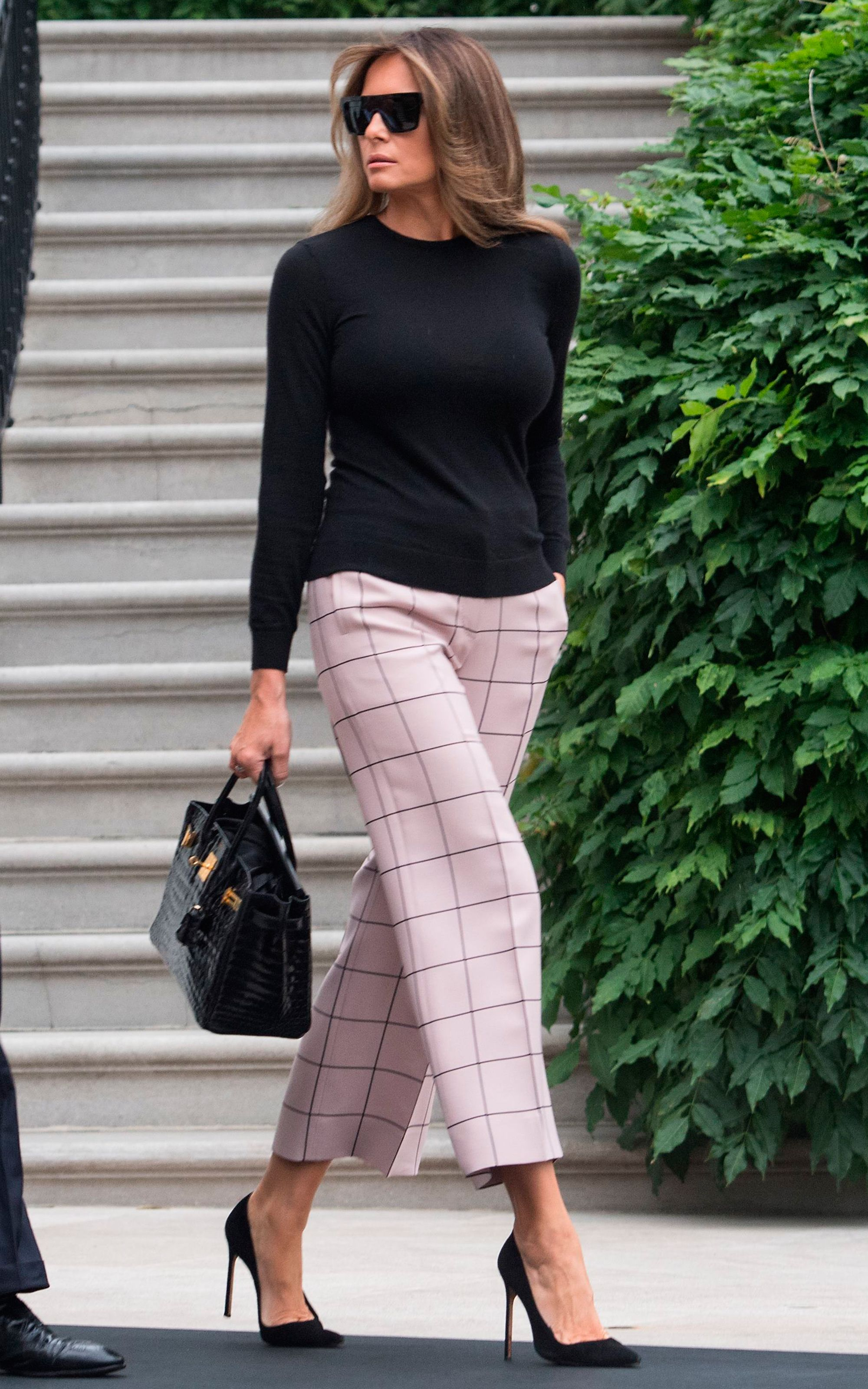 Melania Trump rings in 2018 wearing pink sequins. European FashionIn ...