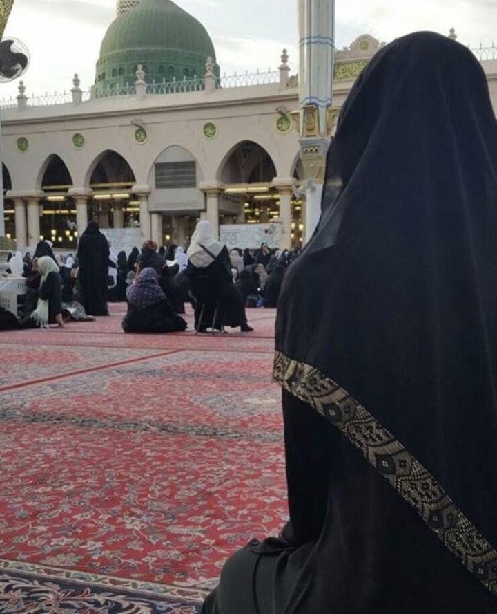 كل القلوب إلى الحبيب تميل ومعى بهـذا شـــاهد ودليــــل اما الــدليل إذا ذكرت محمدا صارت دموع العارفين تسيل هذا ر Islam Women Cute Muslim Couples Islamic Girl