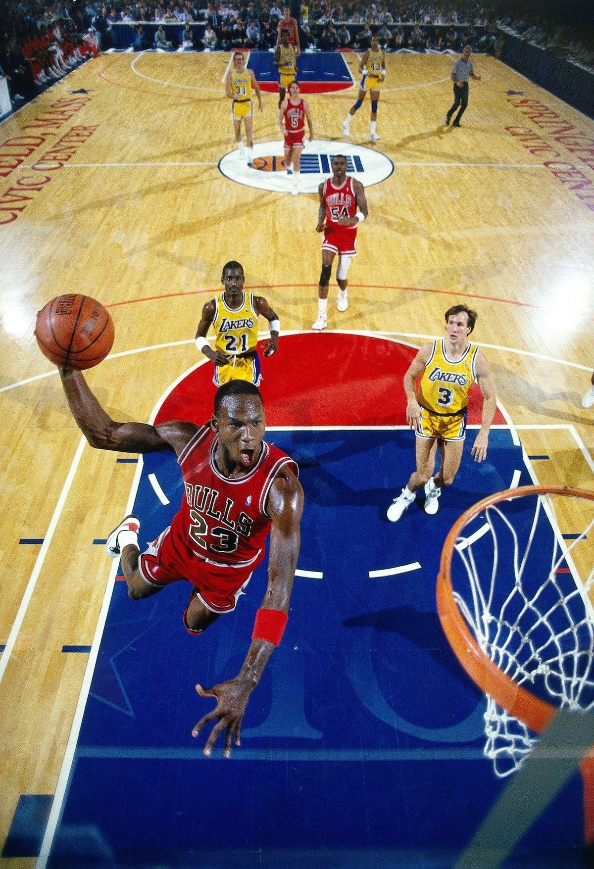 98004edbc80f85 Michael Jordan Dunk Chicago Bulls Los Angeles Lakers Michael Cooper Horace  Grant Kurt Rambis John Paxon
