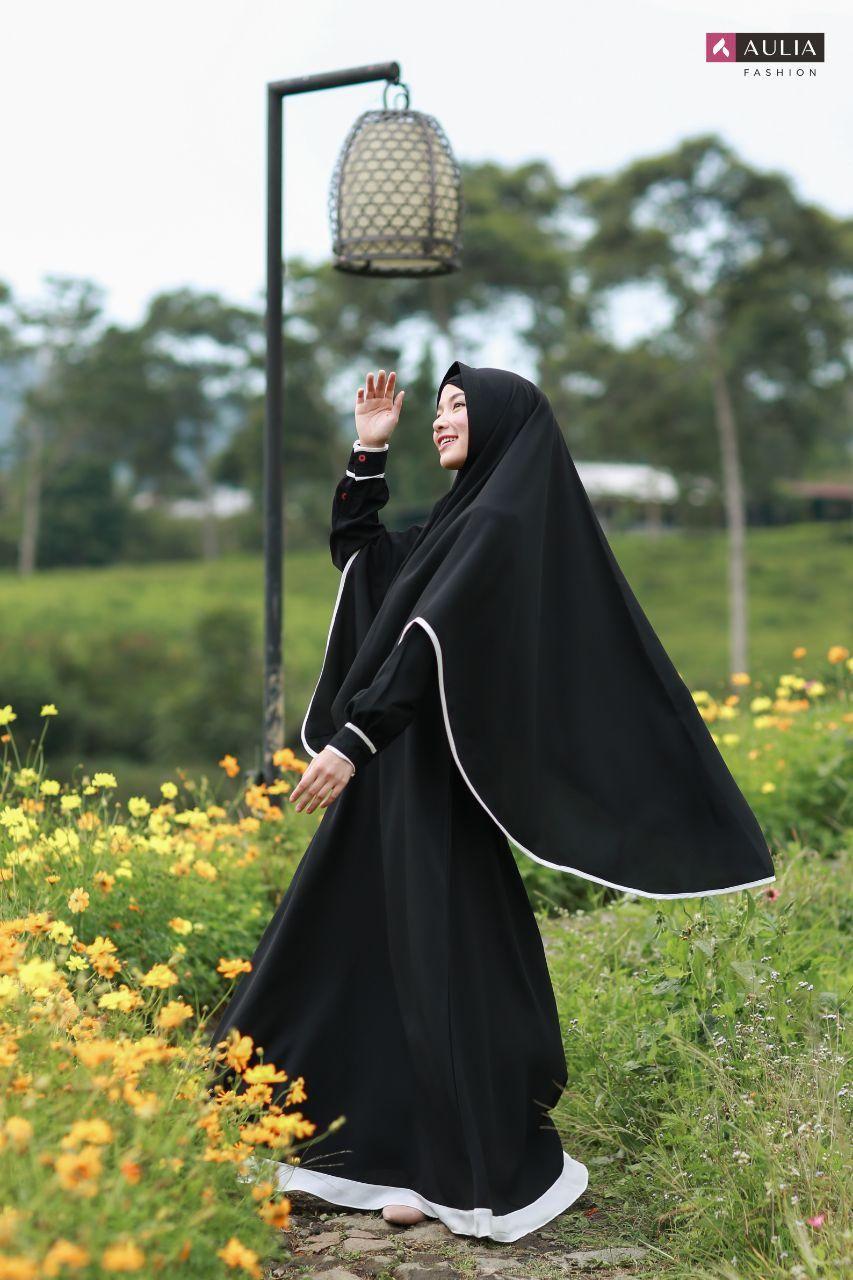 Koleksi Gamis Umroh Hitam  Hijab chic, Hitam, Pakaian model
