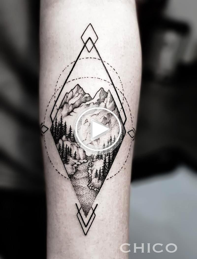 #landscapetattoo #inkatattoolyon #lyon #chico  #graphictattoo #dottattoo #blackworkers (shop : INK'A TATTOO LYON , 5 rue longue 69001 LYON FRANCE)