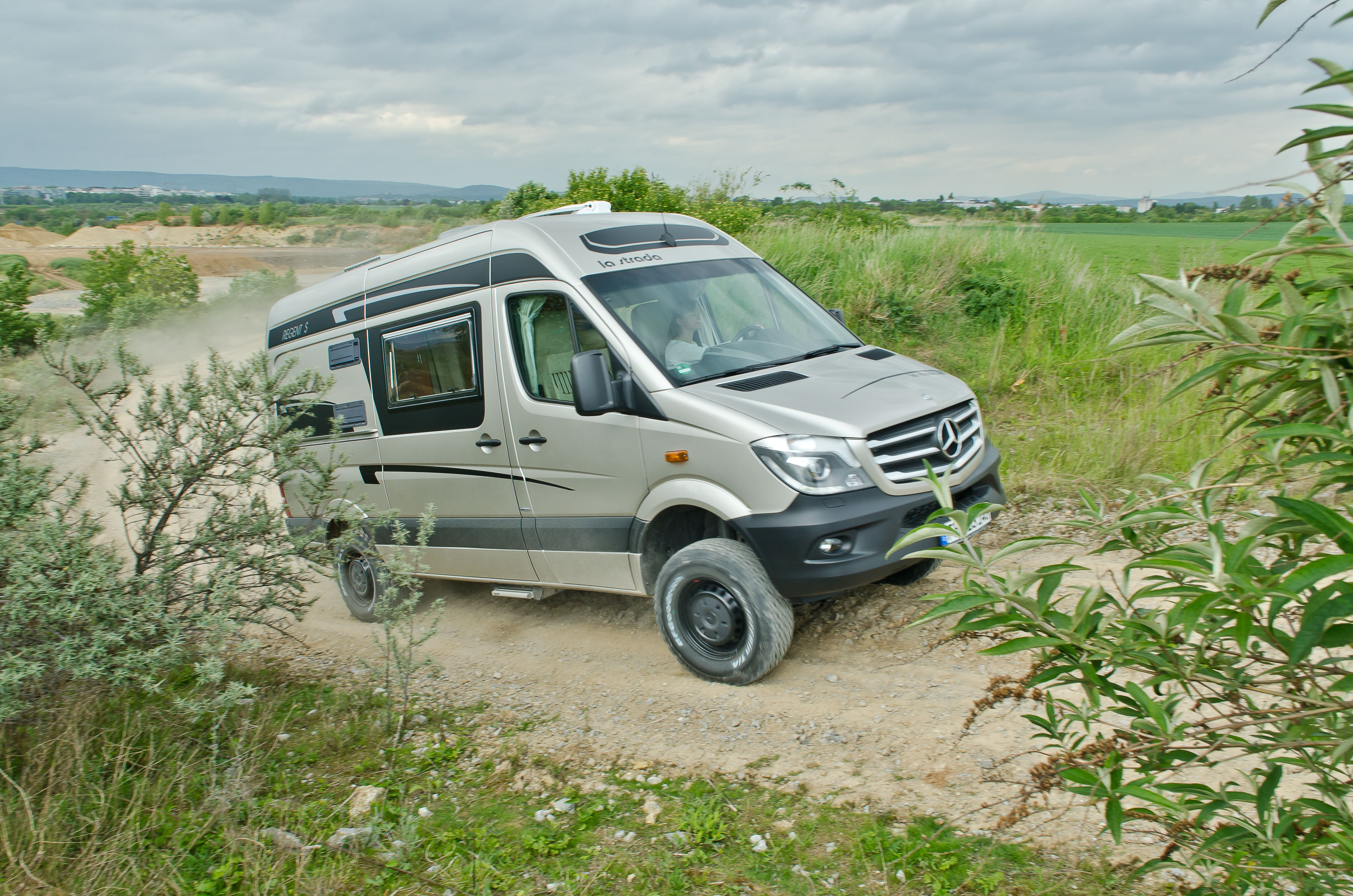 la strada regent s a 4x4 mercedes camper motorhome full time wheels o o pinterest betten. Black Bedroom Furniture Sets. Home Design Ideas