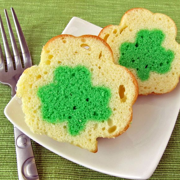 Mini Shamrock Reveal Cakes ~ you'll always find luck when you cut the cake in two halves :)