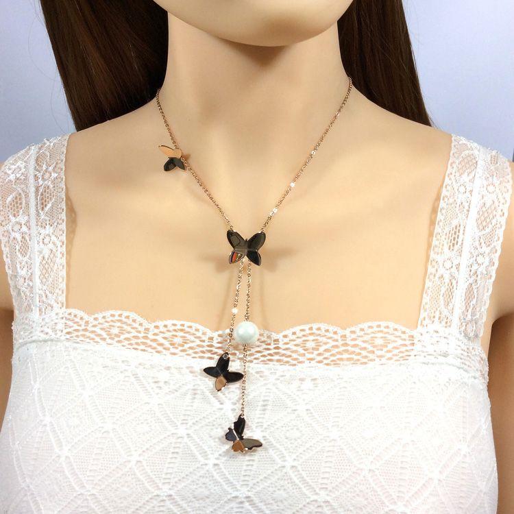 The butterfly necklace,joker