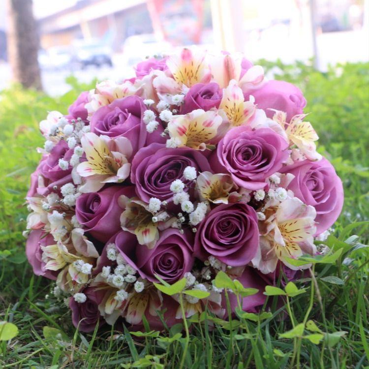 Buquês de Casamento com flores. Fotos que eu tirei quando trabalhava na Floricultura. #buques #noiva #casamento