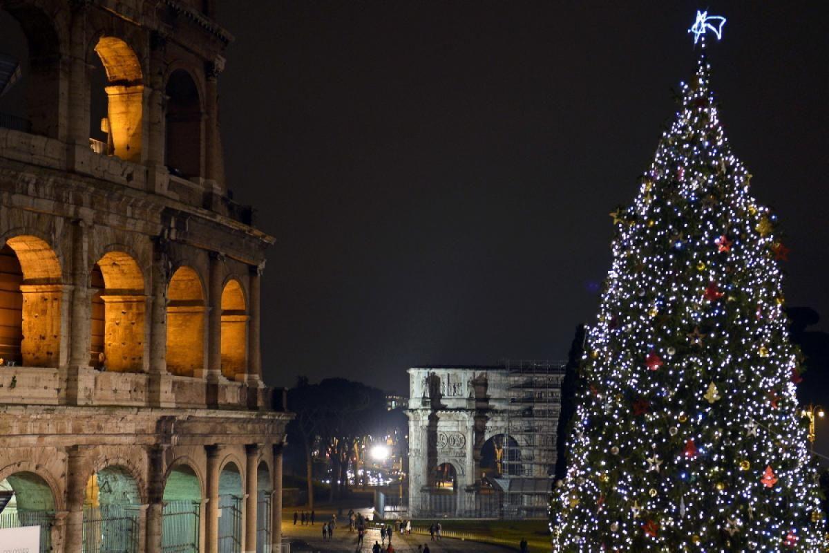 Rome, Italy - Photos - Christmas decorations around the world | X ...
