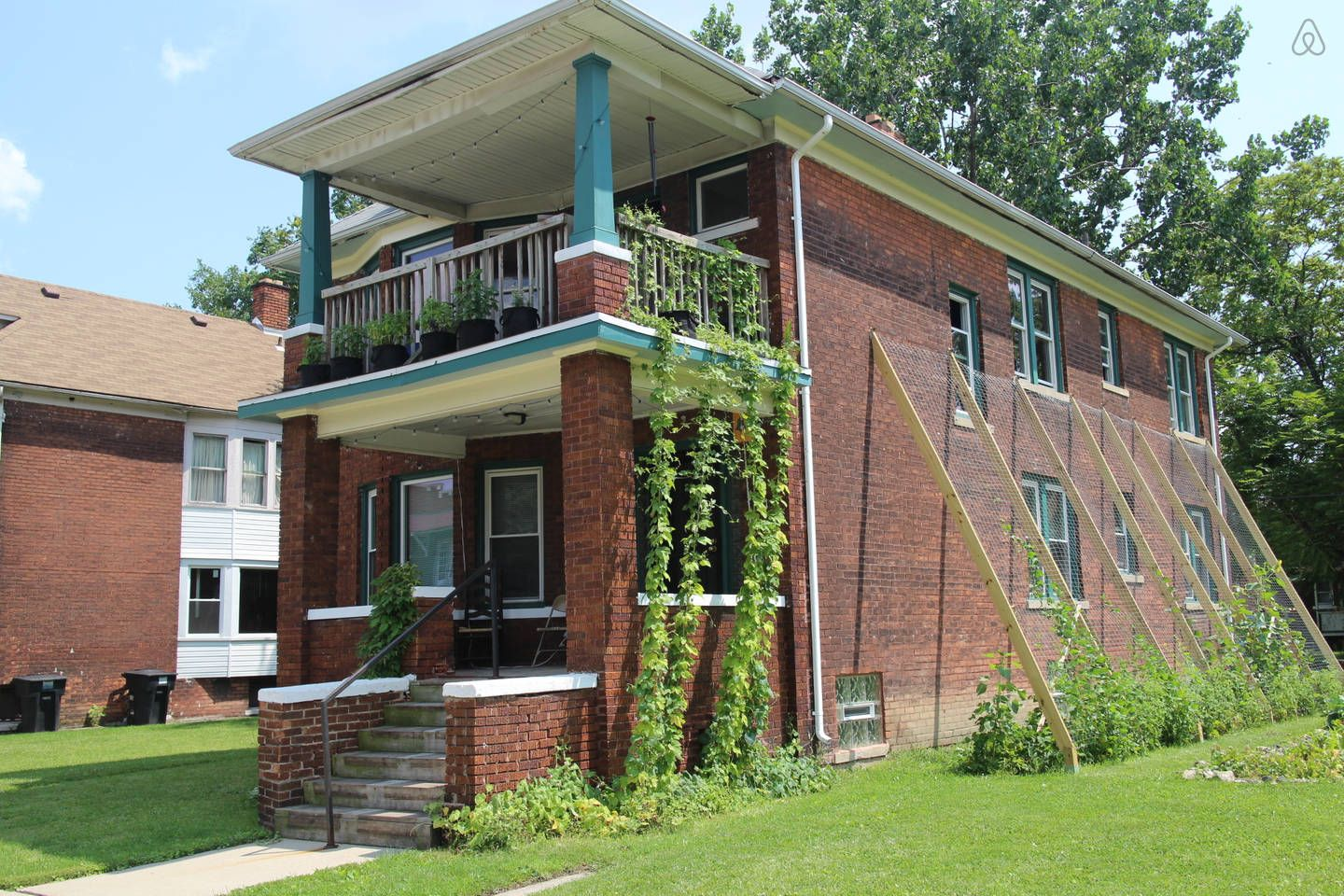 The Detroit Homestead Entire Flat In Detroit Renting A House Michigan Vacations House Styles