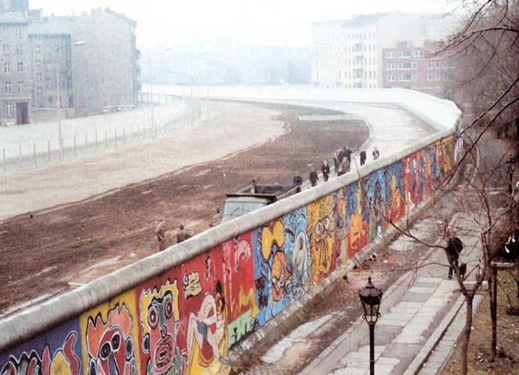 25 years since its fall exhibition revisits the dissident on berlin wall id=19698