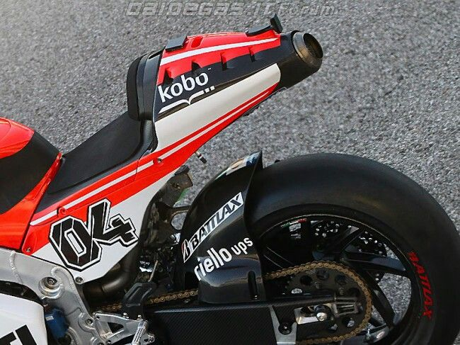 Ducati Switch From Long Time Exhaust Sponsor Ie Who S Sticker Is On The Factory Made Exhast To A Genuine Partnership Ducati Motogp Ducati Ducati Motorcycles