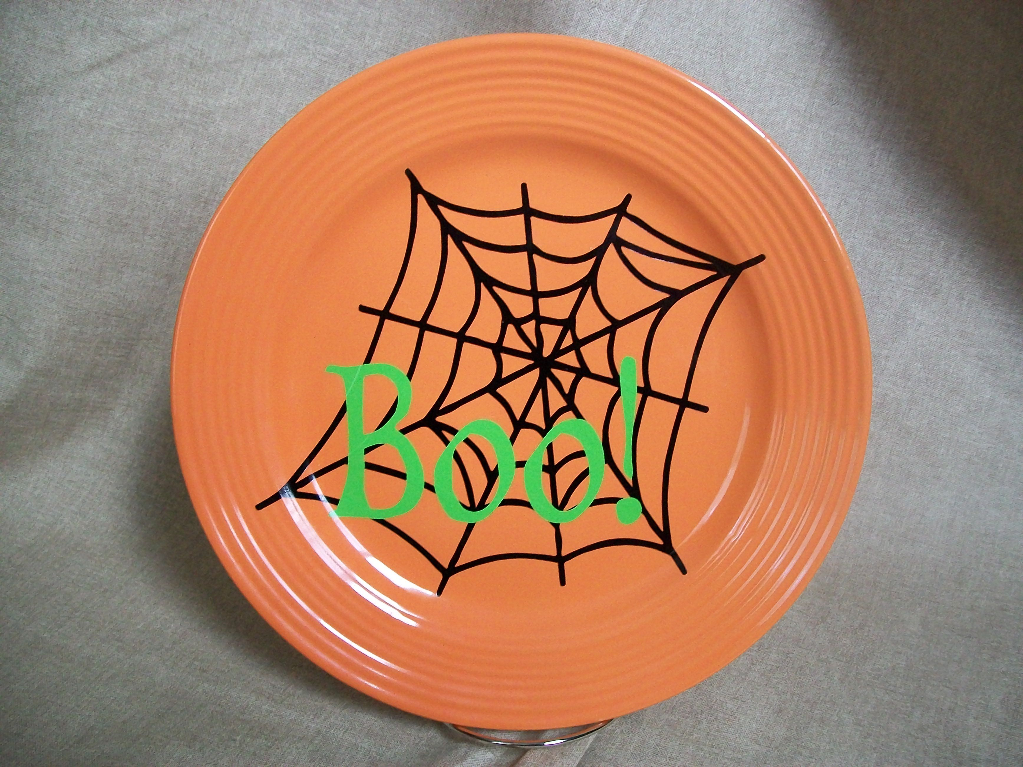 plate with halloween vinyl design | cameo inspiration {ideas/to-make
