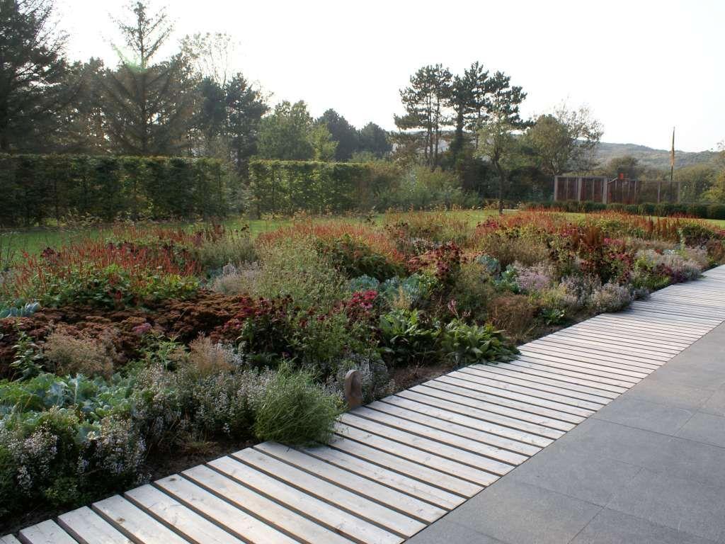 Piet oudolf garden haamstede like the boardwalk flush for Pflanzengestaltung garten